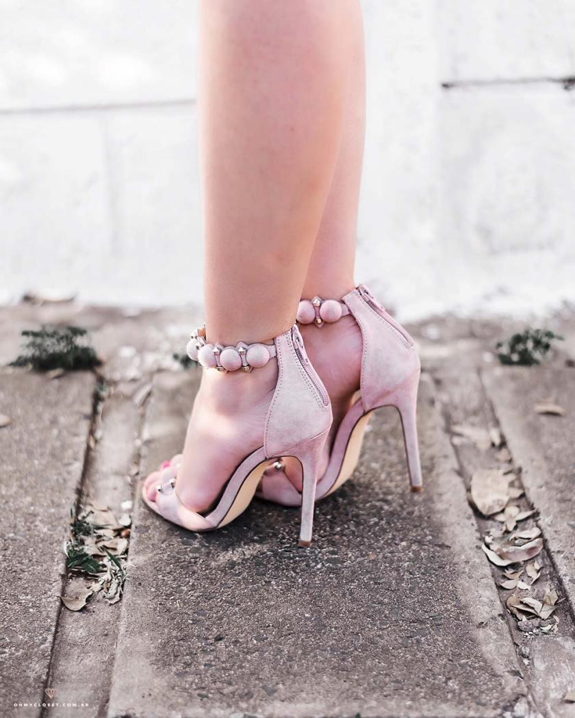Detalhe da sandália nude/rosê da Forever 21.
