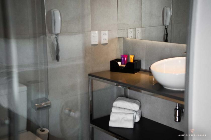 Banheiro moderno e chuveiro muito gostoso do melia ibirapuera