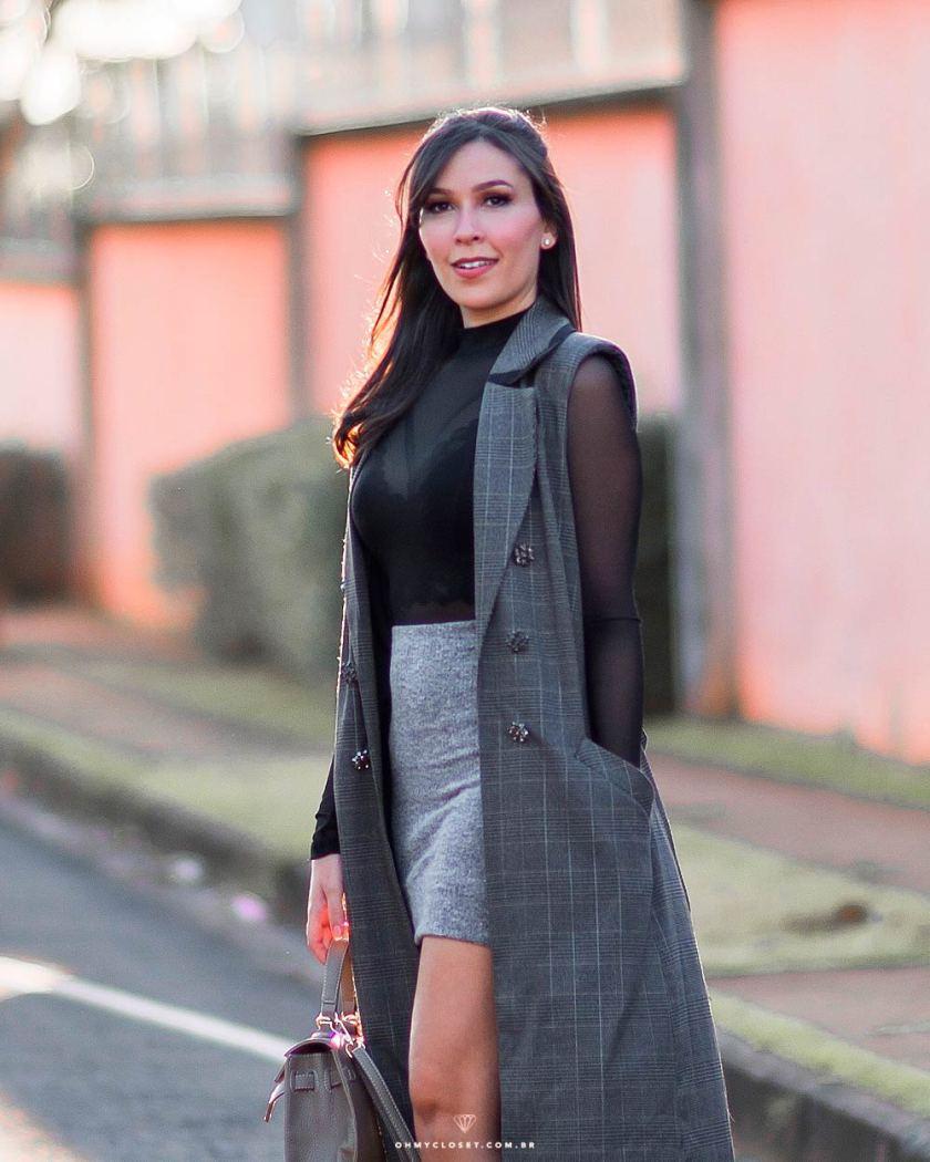 Mônica Araújo veste colete xadrez da Renner.