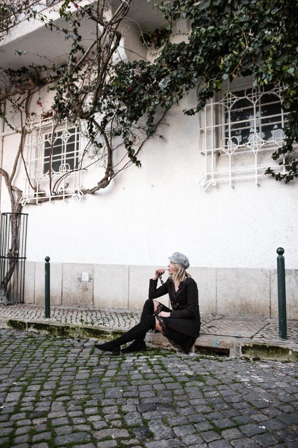 Blogueuse mode en robe blazer et cuissardes