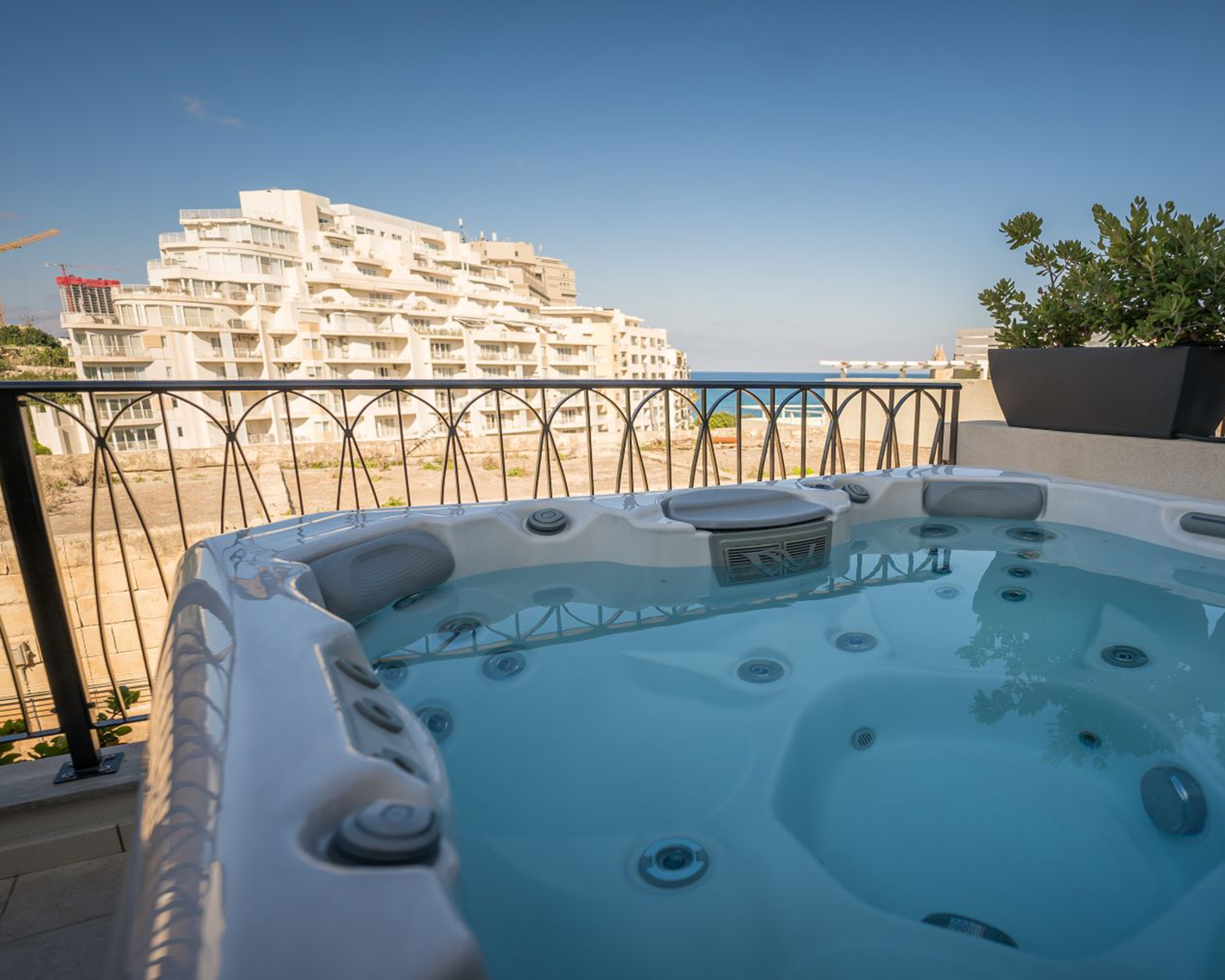 Read more about the article 8 of the most romantic Malta getaways with a hot tub