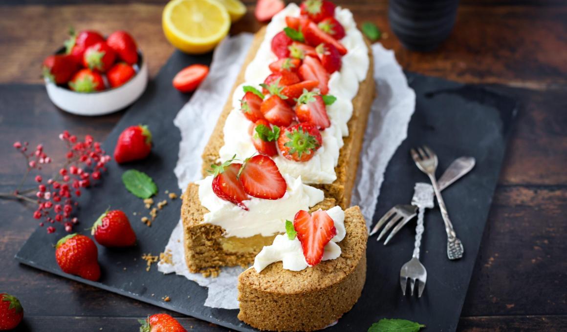 Glutenvrije aardbeienslof met slagroom