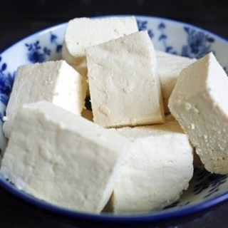 How to make Homemade Tofu from Soy Milk (2 Ingredients!)