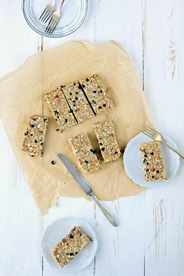 Blueberry, Almond, and Puffed Amaranth Granola Bars