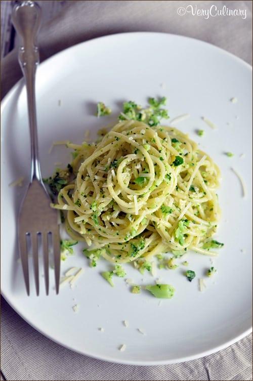 Spaghetti with Broccoli Pesto