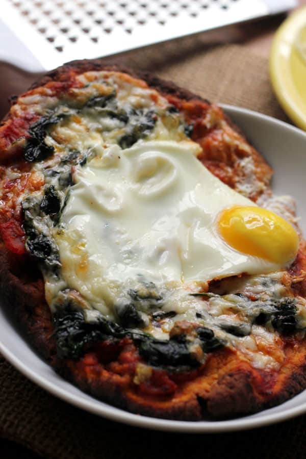 Garlicky Spinach and Egg Breakfast Pizzas