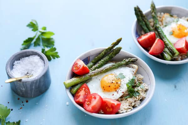 Savory Oatmeal with Fried Eggs, Asparagus and Tomatoes
