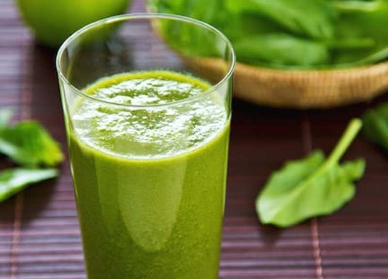 20 Healthy Green Smoothie Recipes: Spinach and Apple Smoothie