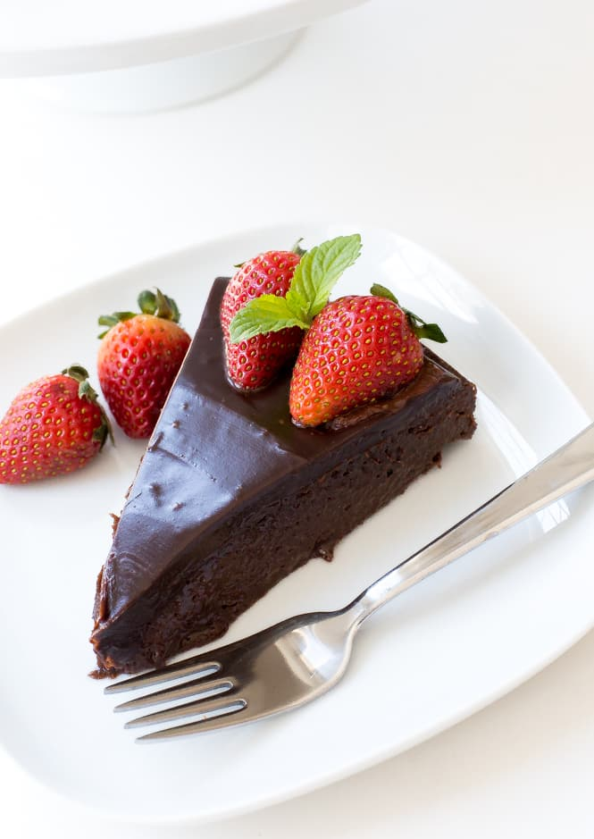 25 Drool-Worthy Chocolate Cake Recipes: Flourless Chocolate Cake with Chocolate Ganache