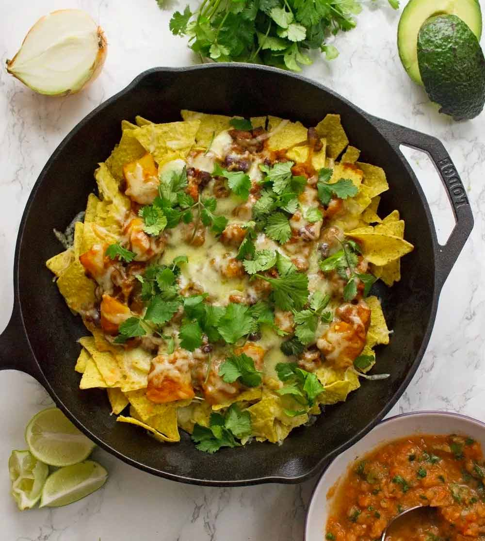 17 of the Best Vegetarian Chili Recipes: Butternut Squash Chilli Vegetarian Nachos