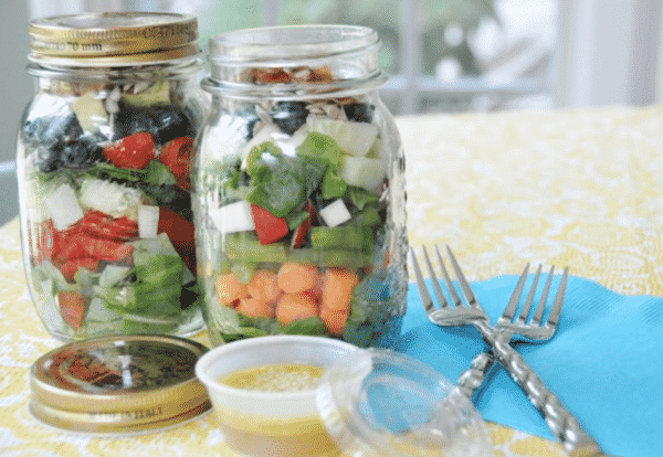 25 Vegetarian Mason Jar Meals to Help You Win at Lunch: Summer Sunshine in a Mason Jar Salad