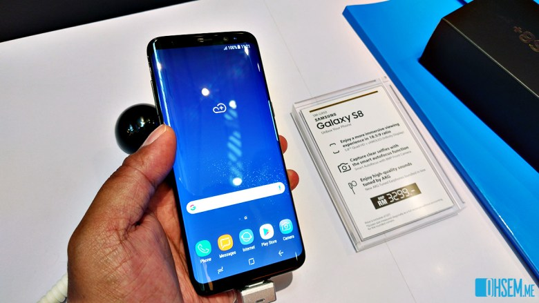 The Samsung Galaxy S8 in hand