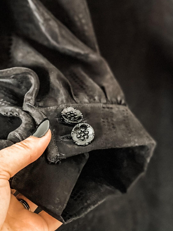 Vogue V1652 dress cuffs