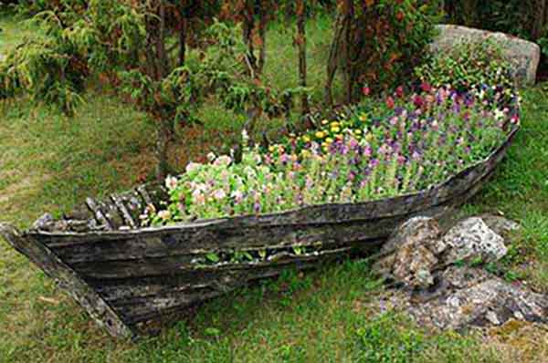 1. Have An Old Row Boat Laying Around? If So It Makes A Great Rustic  Looking Planter For Flowers.