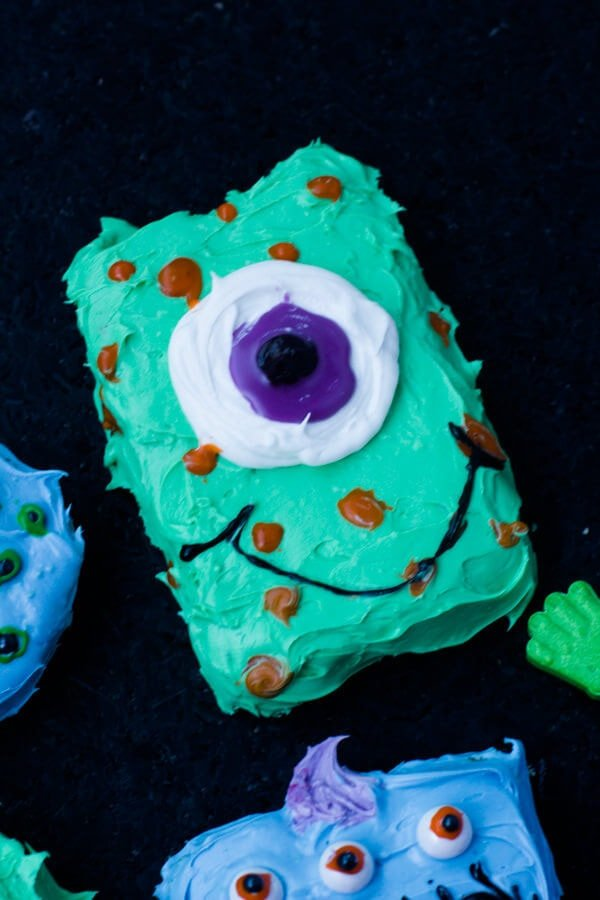 cookie #monsters are so much fun to make! Plus read the tips in the recipe about how to make different monsters with one easy tip #halloween ohsweetbasil.com-3