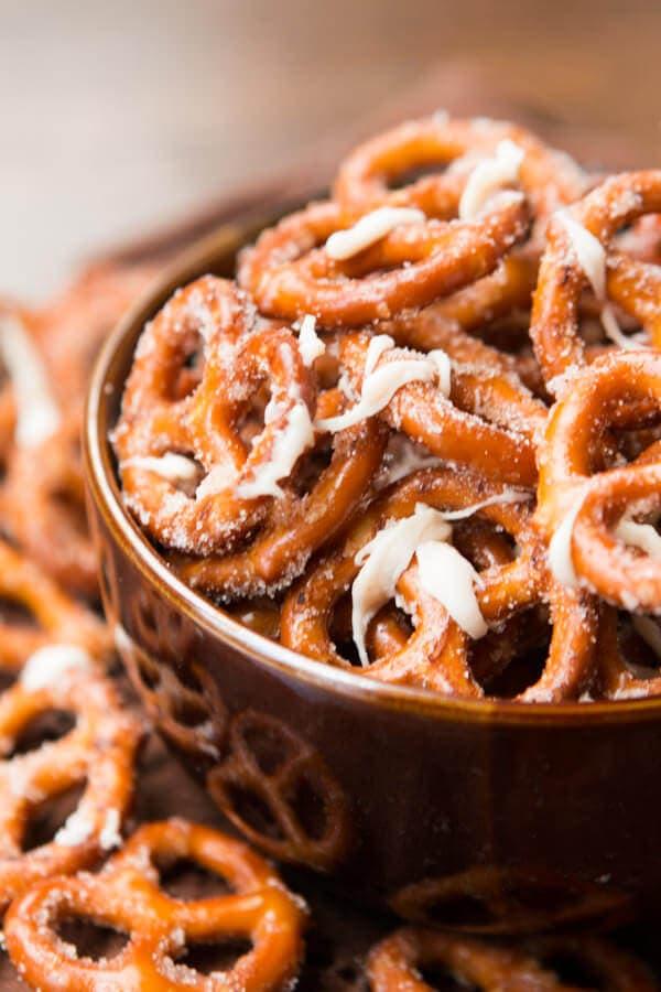 Totally addicting pumpkin pie spice pretzels ohsweetbasil.com