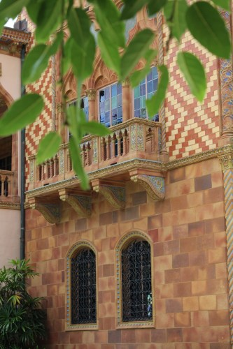A blend of patterned terra cotta tiles, mosaics, and twisted columns greet guests to Ca' d'Zan at The Ringling.