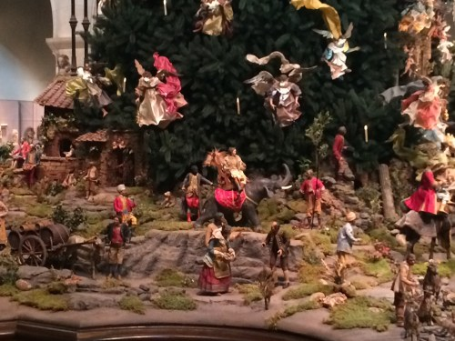 Townspeople neatly arranged at the base of the Metropolitan Museum of Art Christmas Tree