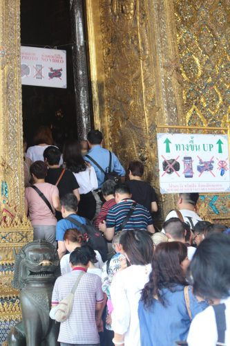 Crowds push to enter Temple of Emerald Buddha
