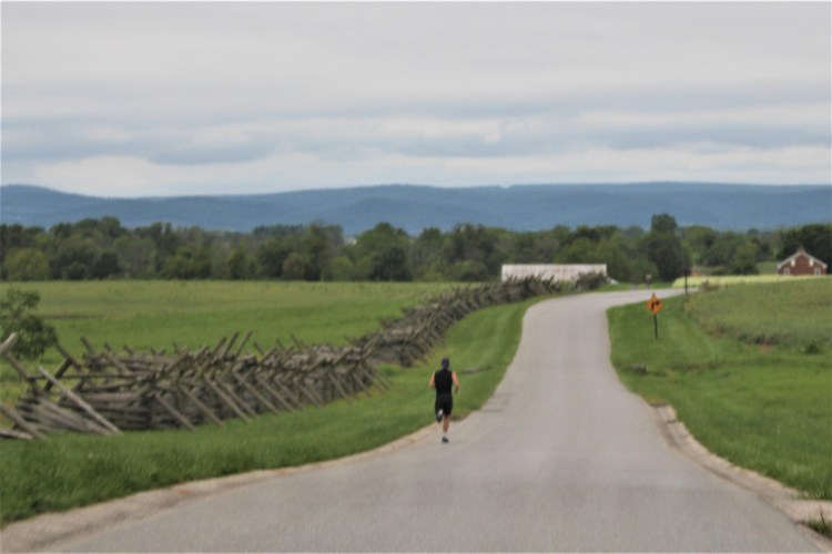 Lone runner at Gettysburg sams