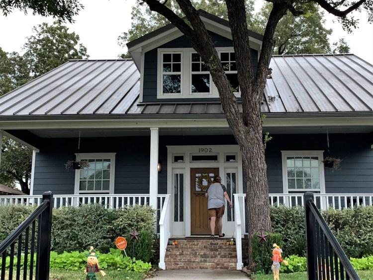 Touring Fixer Upper home - Waco, Texas