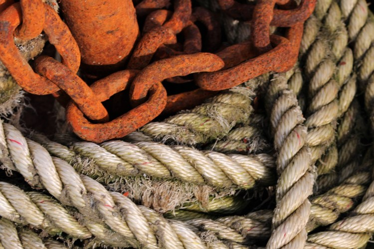 Maine, New Harbor: rope and chains