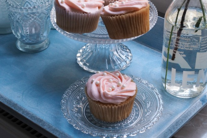 Champagner-Cupcakes-Backrezept-mit-rosa-Frosting-ohwiewundervoll.com-2