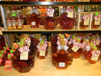 maple-syrup-e-uma-das-iguarias-que-podem-ser-compradas-no-st-lawrece-market