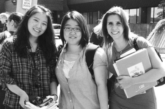 Amary e suas amigas coreanas do curso de inglês