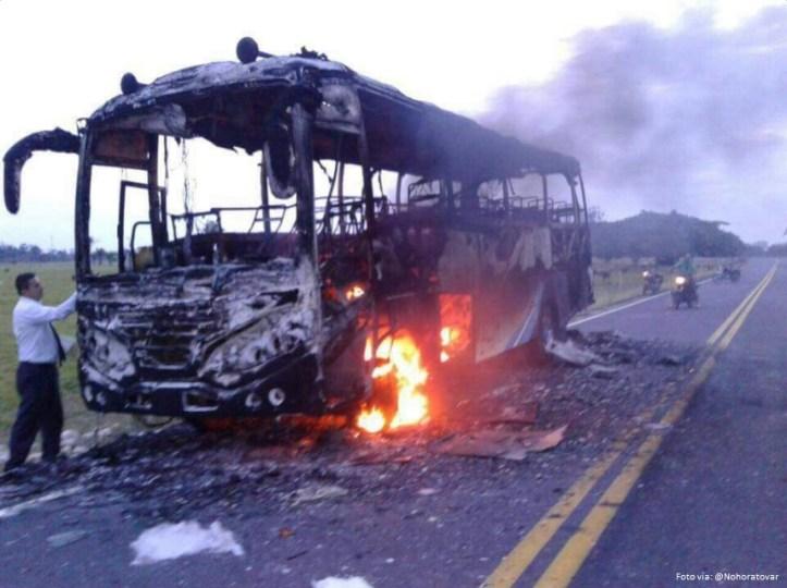 bus incinerado 2.jpg