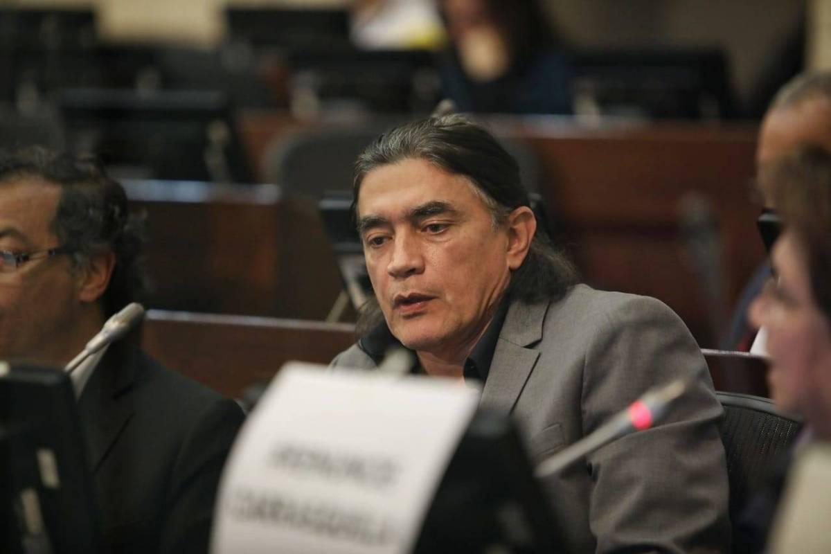 Puesto en el Senado de Gustavo Bolívar en el abismo por millonarios contratos