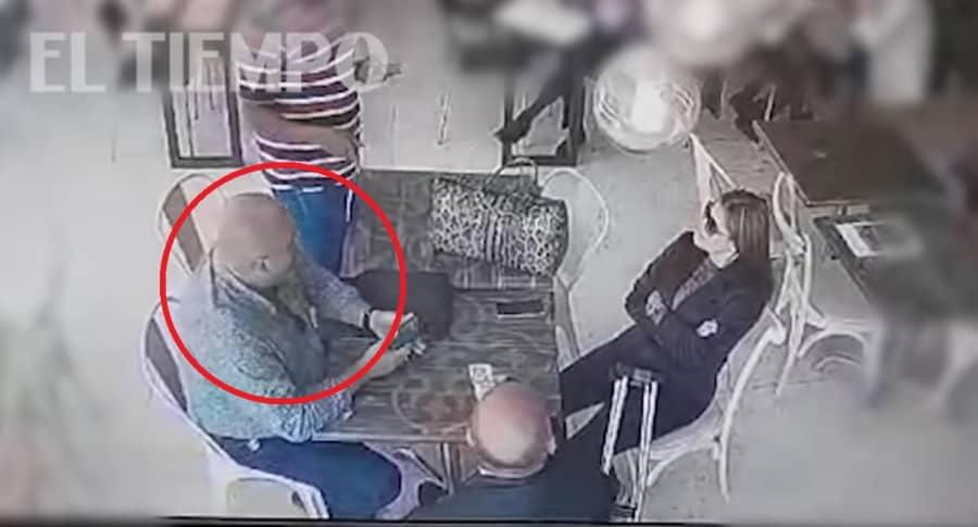 Video del momento en que asesinan un hombre en Carulla