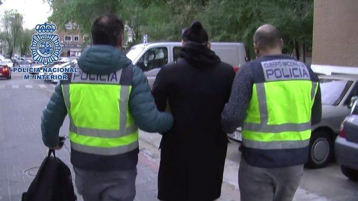 06-48-11-policia-detenido-3454-detencion-696x392