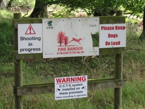 Unwelcoming signs, South Bottymyre track, Fothringham Hill