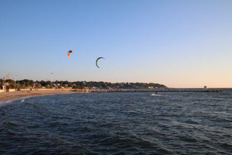 Kite surfers, Juan-les-Pins