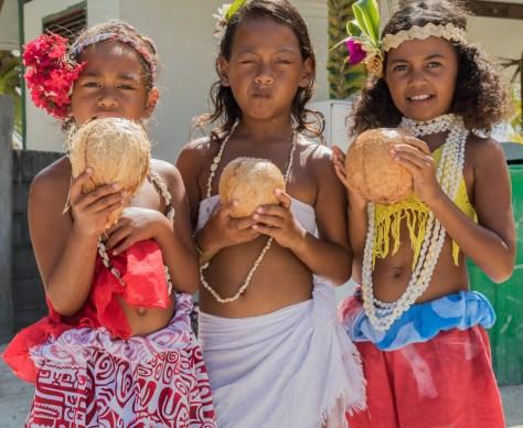 Local children, Puka-Puka, Tuamotus