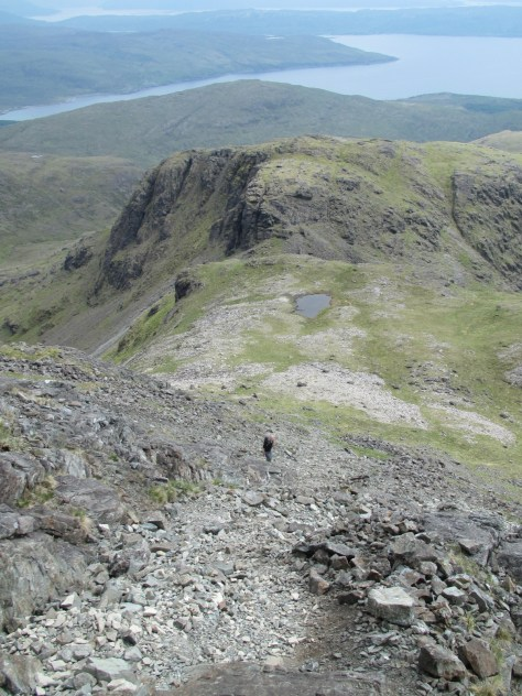Descending scree from Blabheinn south top