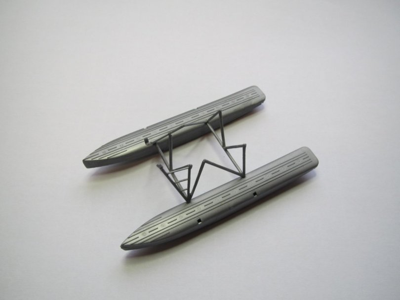 Revell 1/72 Junkers F13 floats