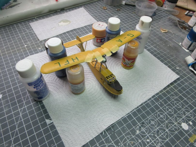 Revell 1/72 Supermarine Walrus upper wings positioned