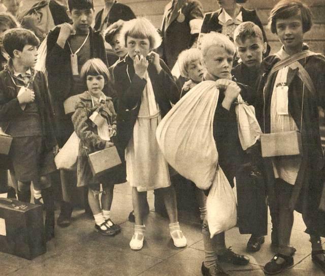 War of Nerves - Children evacuating London