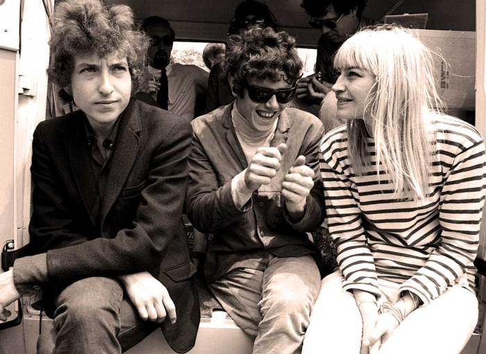 Bob Dylan and Mary Travers (with Donovan in the middle) - eyewitness accounts.