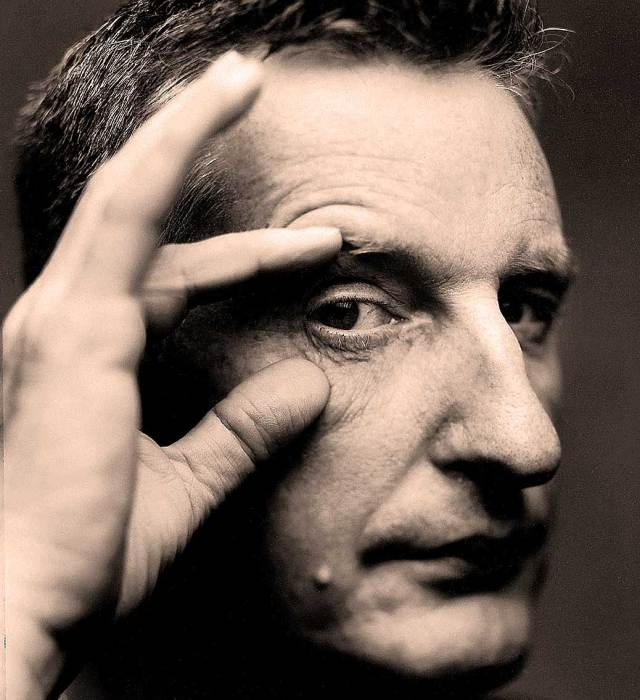 Billy Bragg - casting aspersions here and there.