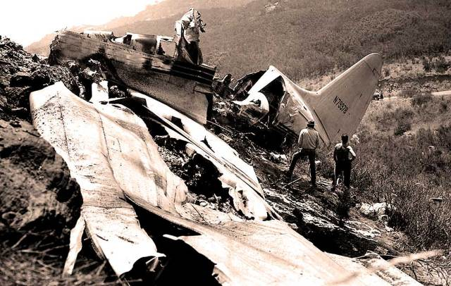 Plane Crash near L.A. - rumors a fist fight broke out prior to the crash were dispelled (photo: L.A. Times)
