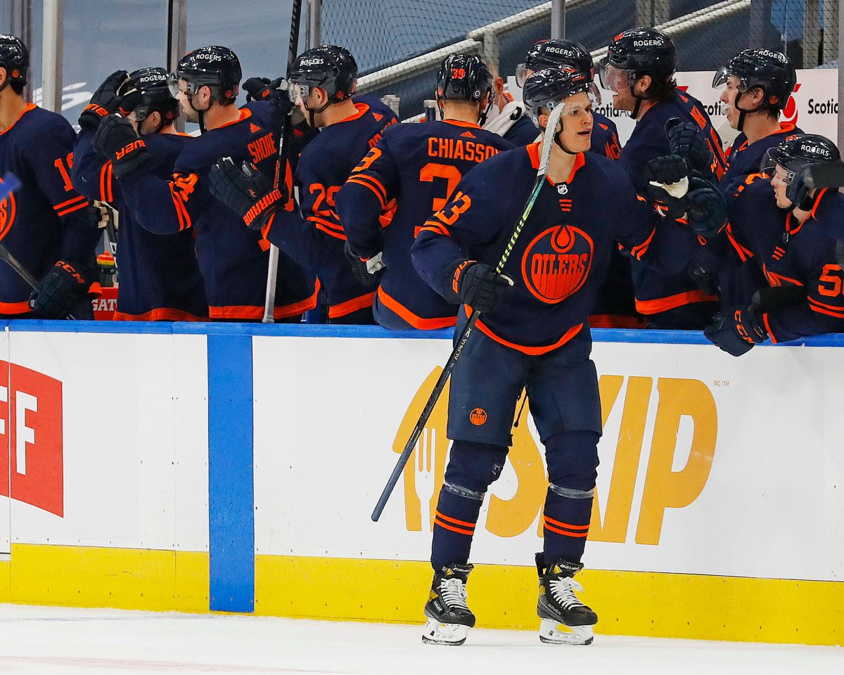 The Edmonton Oilers are apparently rolling with the navy jersey full-time and that's a good thing