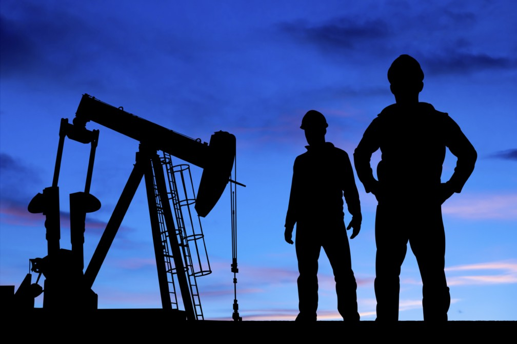 oil-field-workers-1008×671