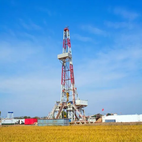 Mainstream vs Midstream – Hydraulic Fracturing