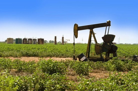 Texas oil and gas expansion frustrates OPEC production cuts