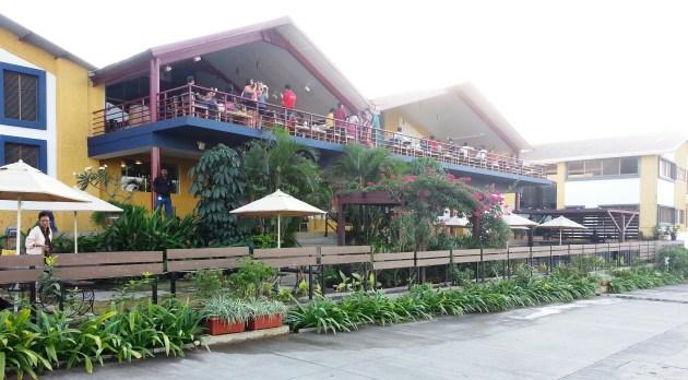 The bar/lounge at Sula