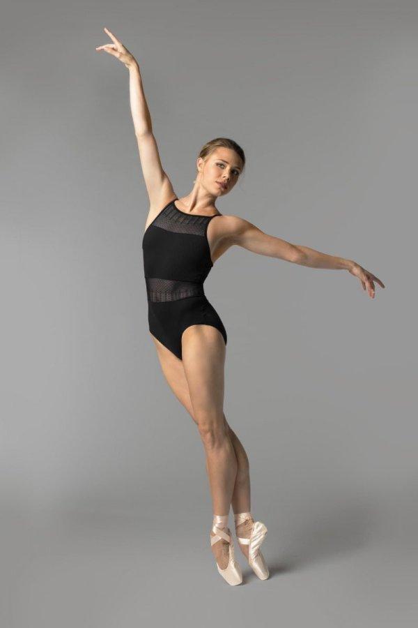 Балерина в красивой позе - 55 фото