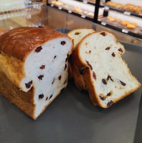oishipan sg - raisin loaf (half)